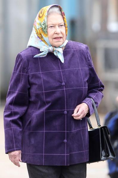 Scarf「The Royal Family Disembark The Hebridean Princess」:写真・画像(3)[壁紙.com]