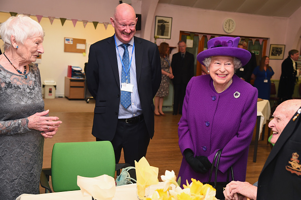 Eamonn M「The Queen Visits The King George VI Day Centre」:写真・画像(18)[壁紙.com]