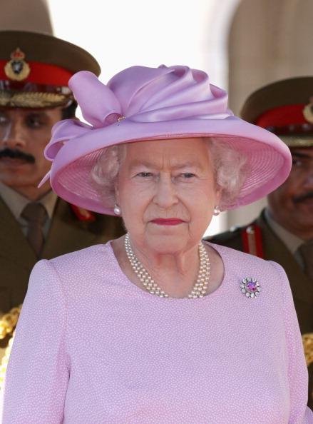Brooch「Queen Elizabeth II And Prince Philip Visit Visit Oman - Day 1」:写真・画像(12)[壁紙.com]