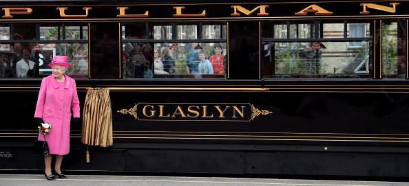 Travel「The Queen Pays A Visit To Caernarfon Castle」:写真・画像(18)[壁紙.com]