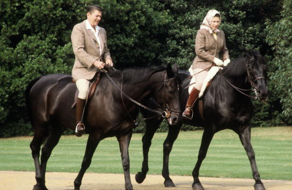 Horse「Queen Elizabeth II and President Ronald Reagan riding through the grounds of Windsor Castle」:写真・画像(6)[壁紙.com]
