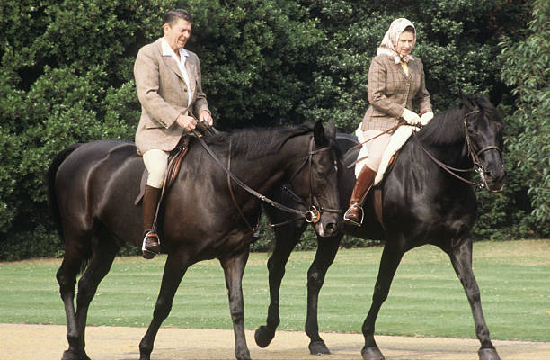 Queen Elizabeth II and President Ronald Reagan riding through the grounds of Windsor Castle:ニュース(壁紙.com)