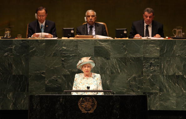 Queen - Royal Person「Queen Elizabeth Visits The United Nations In New York」:写真・画像(8)[壁紙.com]
