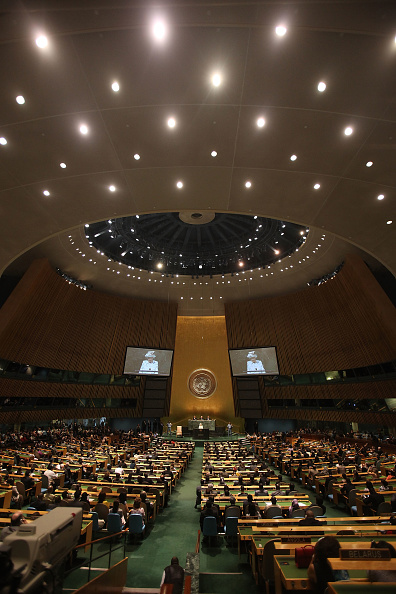 Projection Screen「Queen Elizabeth Visits The United Nations In New York」:写真・画像(13)[壁紙.com]