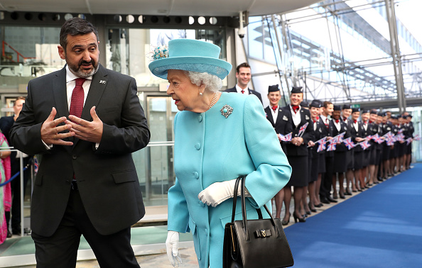 Chairperson「The Queen Visits The British Airways Headquarters To Mark Their Centenary」:写真・画像(11)[壁紙.com]