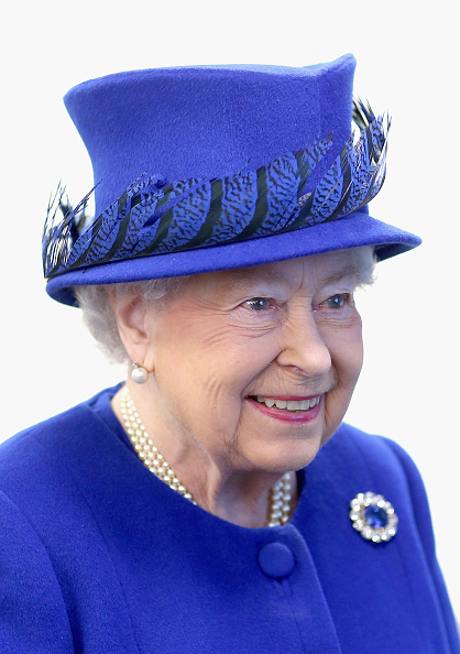 青「The Queen And Prince Of Wales Visit The Prince's Trust Centre」:写真・画像(15)[壁紙.com]