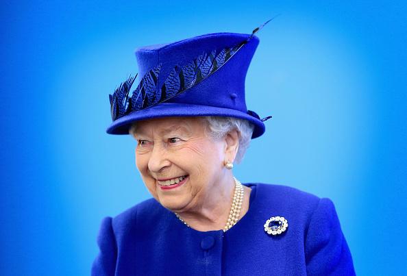 笑顔「The Queen And Prince Of Wales Visit The Prince's Trust Centre」:写真・画像(1)[壁紙.com]