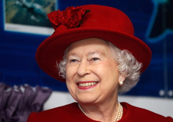 Red「Queen Elizabeth II Visits RAF Valley」:写真・画像(13)[壁紙.com]