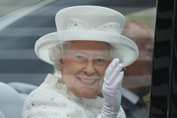 Waving「Queen Elizabeth II Visits Berlin」:写真・画像(8)[壁紙.com]