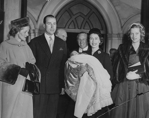Baptism「Queen Elizabeth II With Lord And Lady Porchester」:写真・画像(7)[壁紙.com]