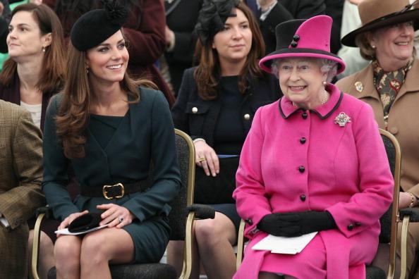 Coat - Garment「Queen Elizabeth II, Prince Philip, Duke Of Edinburgh And Catherine, Duchess Of Cambridge Visit Leicester」:写真・画像(9)[壁紙.com]