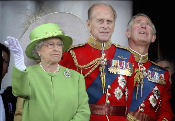 Standing「Trooping the Colour, the Queens Birthday Parade」:写真・画像(2)[壁紙.com]
