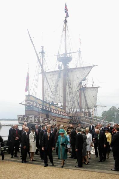 Jamestown - Virginia「The Queen And The Duke Of Edinburgh Arrive In Jamestown Settlement (Fort)」:写真・画像(5)[壁紙.com]