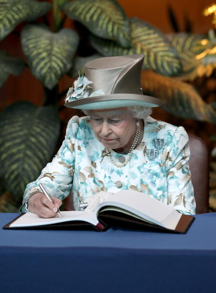 Writing - Activity「The Queen Visits The United Nations In New York」:写真・画像(9)[壁紙.com]