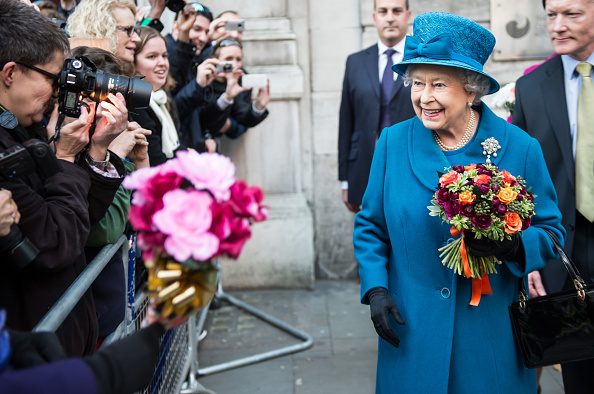 Purse「Queen Elizabeth II Visits The Royal Commonwealth Society」:写真・画像(8)[壁紙.com]