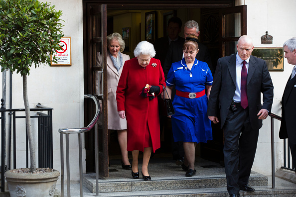 Jewelry「Queen Elizabeth II Admitted To Hospital With Stomach Bug」:写真・画像(16)[壁紙.com]
