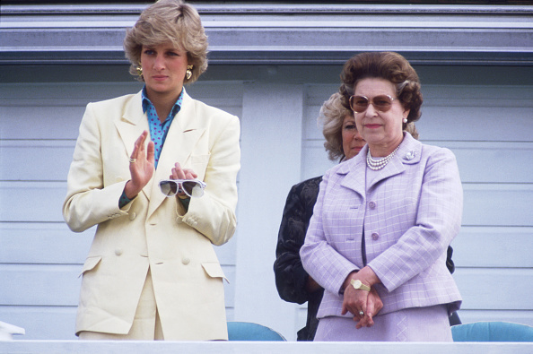 Horse「Queen Elizabeth II and Diana Princess of Wales watching Prince Charles playing polo」:写真・画像(5)[壁紙.com]