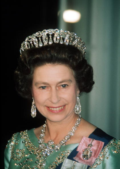 Jewelry「USA: Queen Elizabeth II atttends a state banquet in the United States」:写真・画像(3)[壁紙.com]
