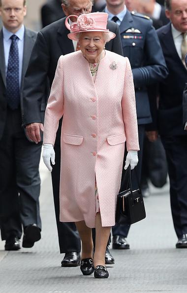 White Glove「The Queen and Duke Of Edinburgh Visit Liverpool」:写真・画像(9)[壁紙.com]