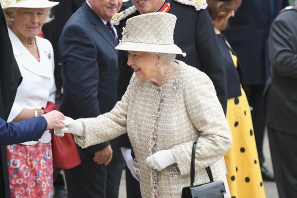 Two People「The Queen & Duke Of Edinburgh Visit Pangbourne College To Celebrate It's Centenary」:写真・画像(13)[壁紙.com]