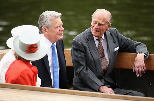 Visit「Queen Elizabeth II Visits Berlin」:写真・画像(14)[壁紙.com]