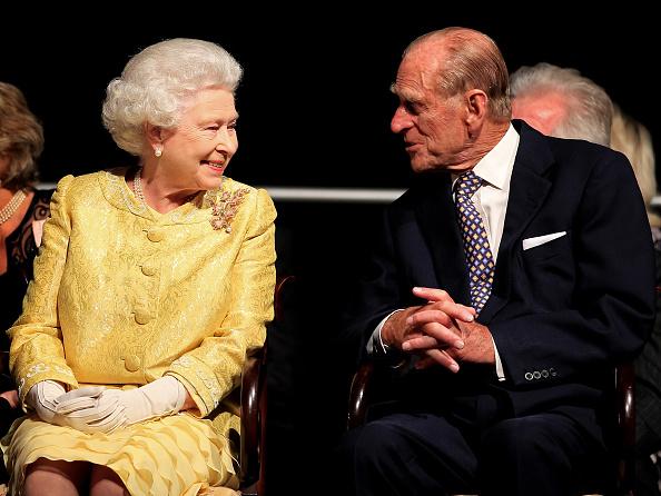 Sitting「Queen Elizabeth II Visits Canada - Day 2」:写真・画像(14)[壁紙.com]