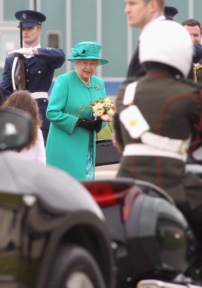 Chris Jackson「Queen Elizabeth II's Historic Visit To Ireland - Day One」:写真・画像(8)[壁紙.com]