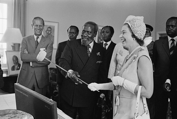 Visit「Queen Elizabeth II In Kenya」:写真・画像(7)[壁紙.com]