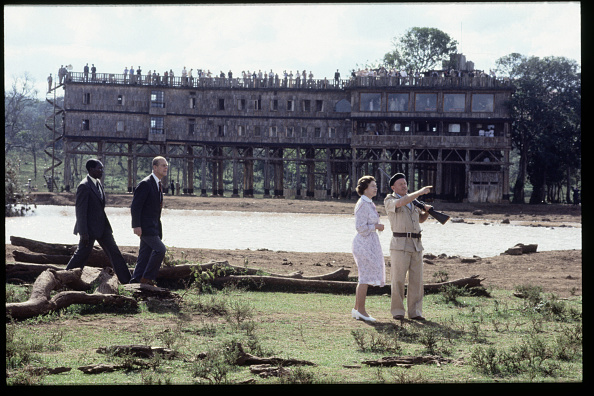Kenya「Queen Elizabeth II and Prince Phillip are shown around the 'Treetops' hotel」:写真・画像(8)[壁紙.com]