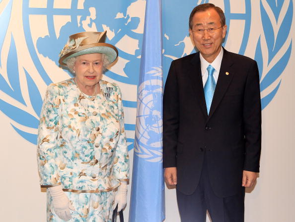 Two People「The Queen Visits The United Nations In New York」:写真・画像(12)[壁紙.com]
