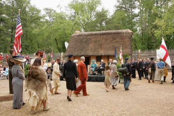 Jamestown - Virginia「The Queen And The Duke Of Edinburgh Arrive In Jamestown Settlement (Fort)」:写真・画像(16)[壁紙.com]