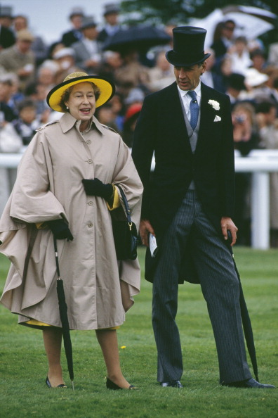 Two People「Queen Elizabeth II」:写真・画像(3)[壁紙.com]