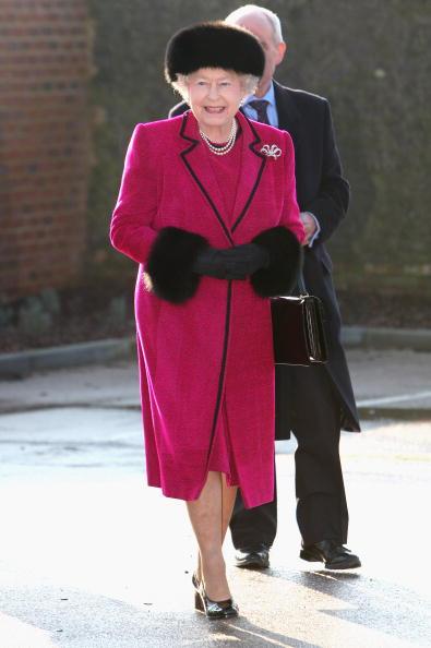 全身「The Queen And Duke Of Edinburgh Open Carole Brown Health Centre」:写真・画像(11)[壁紙.com]