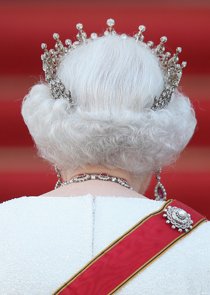 後ろ姿「Queen Elizabeth II Visits Berlin」:写真・画像(13)[壁紙.com]