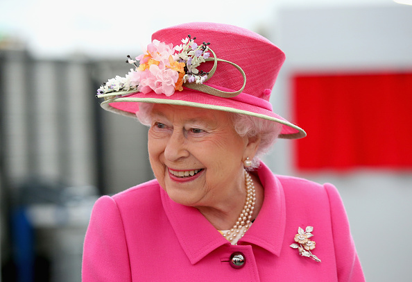 Elizabeth II「The Queen & Duke Of Edinburgh Carry Out Engagements In Windsor」:写真・画像(6)[壁紙.com]