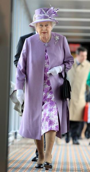 全身「Queen Elizabeth II Visits Canada - Day 6」:写真・画像(6)[壁紙.com]