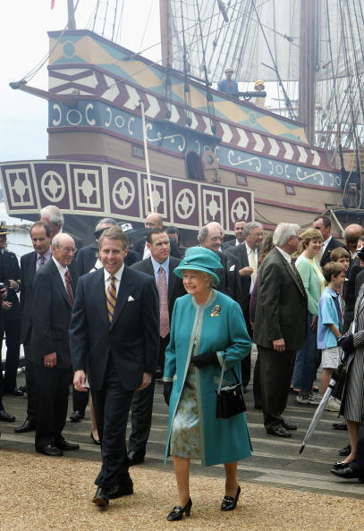 Jamestown - Virginia「The Queen And The Duke Of Edinburgh Arrive In Jamestown Settlement (Fort)」:写真・画像(4)[壁紙.com]