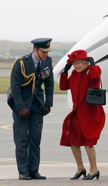 Wind「Queen Elizabeth II Visits RAF Valley」:写真・画像(13)[壁紙.com]