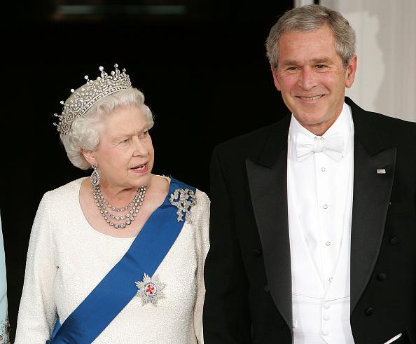 US President「President Bush Hosts Queen Elizabeth At The White House」:写真・画像(12)[壁紙.com]