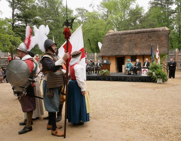 Jamestown - Virginia「The Queen And The Duke Of Edinburgh Arrive In Jamestown Settlement (Fort)」:写真・画像(9)[壁紙.com]