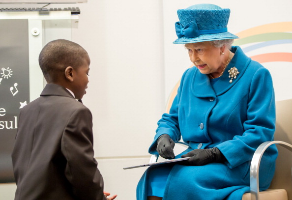 Digital Tablet「Queen Elizabeth II Visits The Royal Commonwealth Society」:写真・画像(12)[壁紙.com]