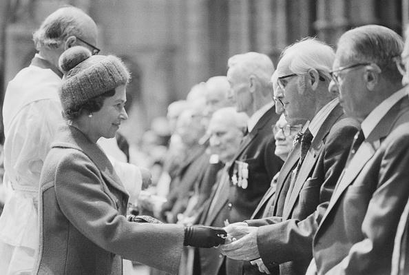 Knit Hat「Queen Elizabeth meets veterans」:写真・画像(6)[壁紙.com]