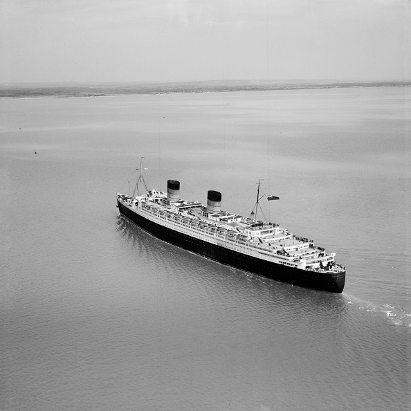 Above「Rms 'Queen Elizabeth' In The Solent Approaching Southampton Water」:写真・画像(11)[壁紙.com]