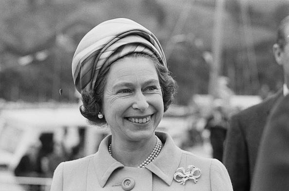 Brooch「Queen Elizabeth II In New Zealand」:写真・画像(13)[壁紙.com]