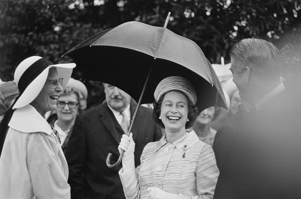 Laughing「Queen Elizabeth II In Australia」:写真・画像(6)[壁紙.com]