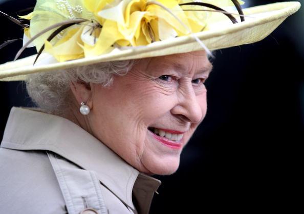 真珠「Queen Elizabeth II Visits Canada - Day 1」:写真・画像(2)[壁紙.com]