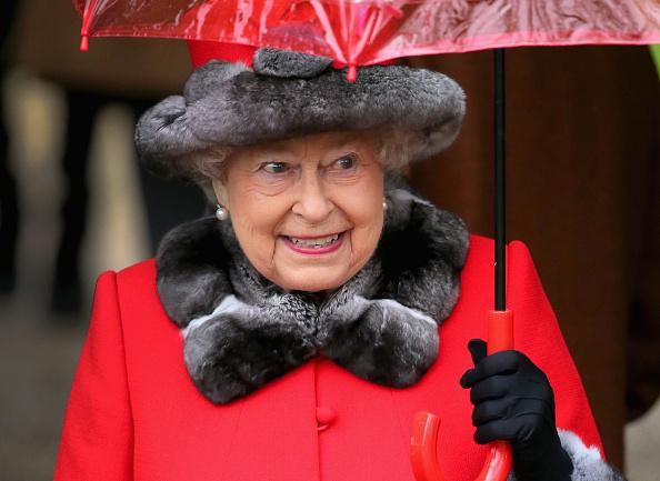 Attending「The Royal Family Attend Church On Christmas Day」:写真・画像(12)[壁紙.com]