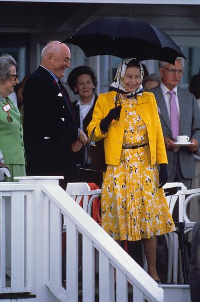 Umbrella「Queen At Polo Match」:写真・画像(1)[壁紙.com]