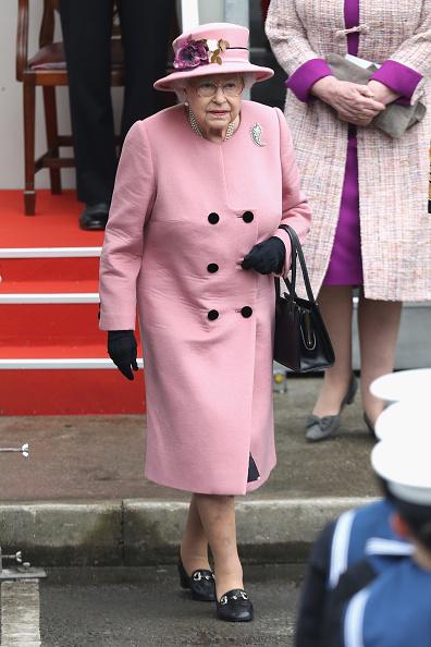全身「Queen Elizabeth II Attends Decommissioning Ceremony For HMS Ocean In Plymouth」:写真・画像(2)[壁紙.com]