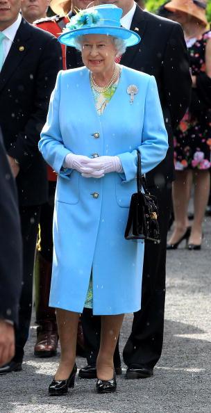 全身「Queen Elizabeth II Visits Canada - Day 3」:写真・画像(10)[壁紙.com]